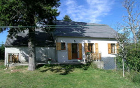 Face au mythique Gerbier des Joncs, à 2 km de la source de la Loire, cette maison de pays située sur la route de Sain...