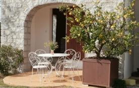 Chez Claude beau village médiéval classé, traversé par la rivière Ardèche, un vigneron vous accue...