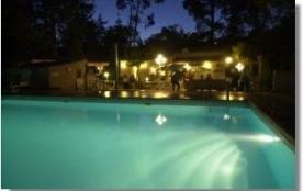 Le camping Santa Lucia est situé dans le sud de la Corse, au cœur d'une forêt de chênes lièges.