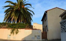 Villa 4 pièces mezzanine de 80 m² environ pour jusqu'à 7 personnes, occupant le fond de l'impasse...
