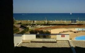 studio avec vue sur la mer , 30 m de la plage ( 8 km de sable fin ) et piscine