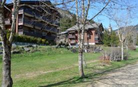 Appartement 2 pièces de 30 m² environ pour 5 personnes, la résidence Alpina A est située dans le ...