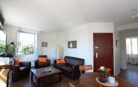 Au premier, appartement tout confort à l'esprit colonial bénéficie d'un très bon ensoleillement e...
