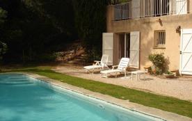 Grande villa sous les pins avec piscine