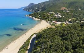Mini villa  avec vue sur la mer et le golfe de Saint florent, A 100 mètres de la plage de sable de Farinole.