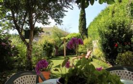Gîte AMBOISE centre historique, maison de charme avec jardin cosy au pied du Château Royal et du Clos Lucé. Meublé de...