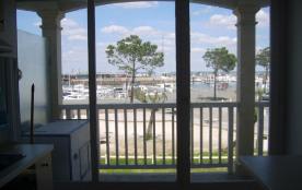 Vue sur le port et le Bassin depuis toute les pièces