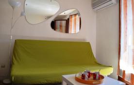 Studio cabine situé à 800 m de la plage.
