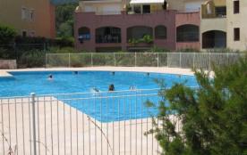 Dans une résidence récente avec 2 piscines et 1 tennis, à deux pas du centre ville et des plages,...