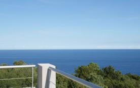Terrasse privée des chambres vue 360° mer et montagne
