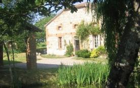 Limite Gers,ferme typique,isolée et très calme,décorée avec charme et confort