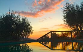 Les couchers de soleil glorieux au bord de la piscine