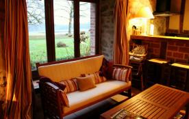 La magnifique vue sur le parc et les étangs de la salle de séjour du Gite Rural