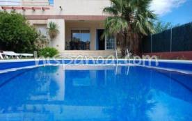 La villa en location sur la Costa Dorada se comp