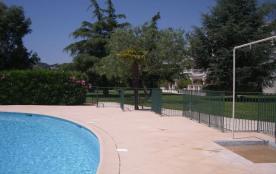 appart T2 rez de jardin  avec terrasse de 21 m2  sur l'avenue beau rivage  à 50m de la mer , des plages& des commerces.