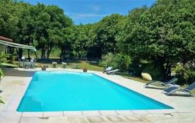 Gîte à Montolieu -15mn de Carcassonne - piscine sécurisée, Pool house - Montolieu