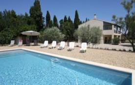 EYGALIERES ALPILLES Maison indépendante grand jardin piscine cloturée wi fi gratuit