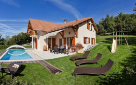 Villa independante sur 2000m2 avec piscine et sauna