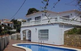Grande et belle villa comprenant 5 chambres, 2 salons, 2 cuisines équipées, 2 immenses terrasses ...
