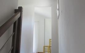 """""""Picasso"""" Escalier moderne et couloir avec accès aux chambres et à salle de b..."""