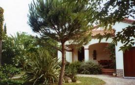 Jolie  villa 5 personnes - 100 m² - dans quartier résidentiel - village
