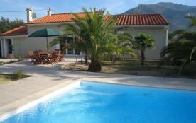 Maison de vacances LA TREIZE**** avec piscine privée,  wifi, parking au pied des Pyrénées et à proximité de la plage