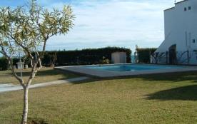 piscine à dix mètres de la mer