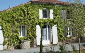 Le Nid gîte 3 étoiles pour 3 personnes près de La Rochelle à 25 minutes de la plage - Surgères
