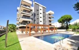 Magnifique appartement Tropicana au rez-de-chaussée, situé à seulement 30 mts de la plage et à 90...