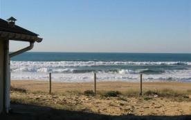 Situation exceptionnelle, partie de villa construite sur la dune, en face de l'océan, cette villa...
