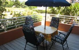 Dans une résidence sécurisée récente avec piscine, situé à deux pas du centre ville, du port et d...