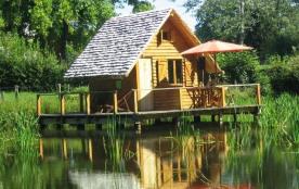 Passez un séjour insolite sur l'eau, dans d'authentiques cabanes en bois sur pilotis au milieu d'un étang.