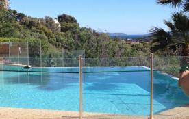 studio climatisé-terrasse vue-mer résidence de standing avec piscine et garages fermés