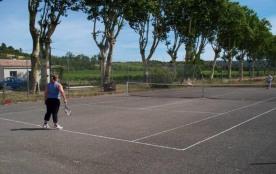 Le tennis face au gîte grenache