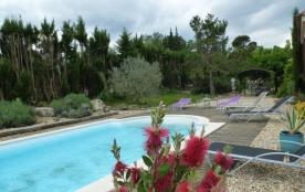 Villa Les Lauriers est une ravissante maison de vacances située dans la superbe ville de Saint-Ré...