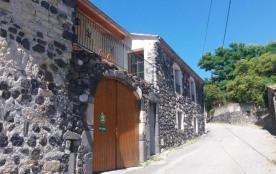 La Bergerie vous profitez du calme du petit village de Saint Pons, situé au pied du massif volcan...