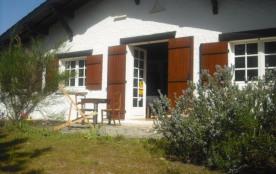 LACANAU OCEAN - A 1 KM des plages, cette charmante villa dans quartier résidentiel dans la pinede...