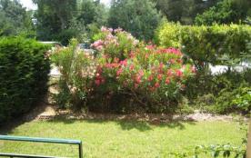 T3 en rez-de-jardin, dans une résidence avec piscine et tennis.