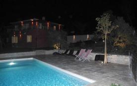 tour de piscine de nuit