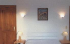 Chambre 1   1 LIT DE 140