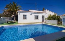 Villa avec piscine privée partiellement rénovée et située à Calpe pour 6 personnes.
