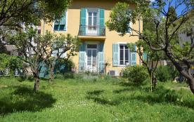 Villa niçoise au calme, dans quartier résidentiel en ville proche toutes commodités.