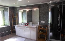l'une des 4 salles de bain Location vacances maison Carentan: Table 10 personnes