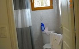 vue partielle salle de douches privative chambre photo précédente