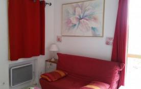 HYERES  villa T2 indépendante dans grand jardin clôturé et arboré dans quartier résidentiel et calme - Hyères