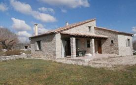 Belle maison en pierre indépendante, grand confort, facile à vivre, ouvert sur la nature.