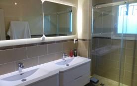 La salle de bains N°1 au RdC