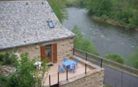Vous séjournerez dans une jolie petite maison, toute en pierre, restaurée et aménagée soigneuseme...