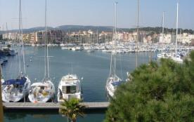 Gruissan (Aude) Appartement calme, vue sur port de plaisance -Emplacemt Parking