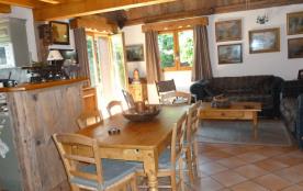 Chalet chaleureux et confortable  proche centre village idéalement situé.